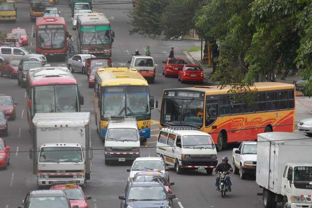 Autobuseros divididos tras destitución de Sebastián Urbina