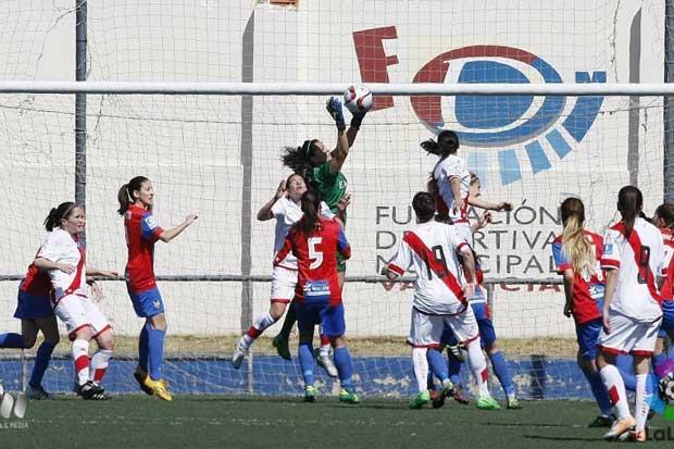 Guardameta tica conforma el 11 ideal de la Liga Española femenina