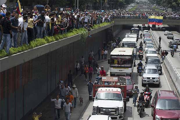 Venezolanos viven para reparar