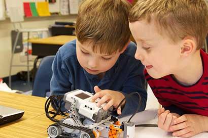 Lleve a sus hijos a aprender robótica en vacaciones