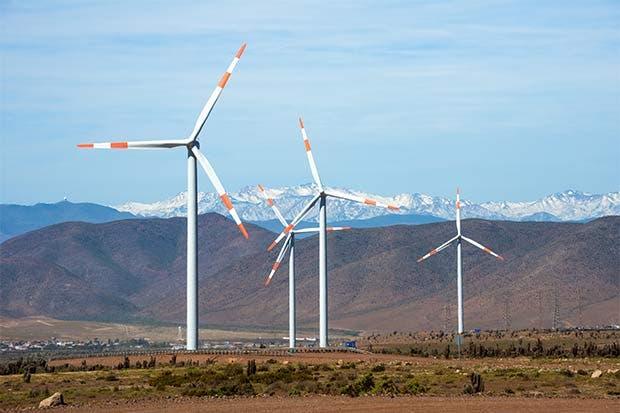 Economía en caída amenaza a la industria eólica de Brasil