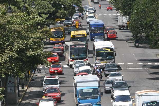Vehículos de transporte turístico deberán tener máximo 15 años de antigüedad