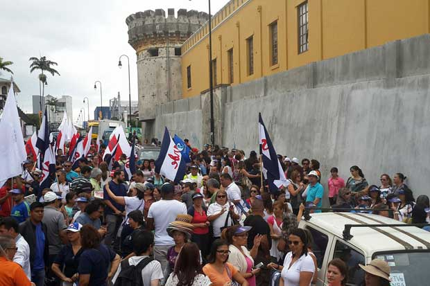 Sindicalistas reiteran huelga indefinida si diputados discuten proyectos de empleo público