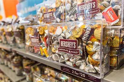 Fusión de Hershey's depende de una controvertida fundación