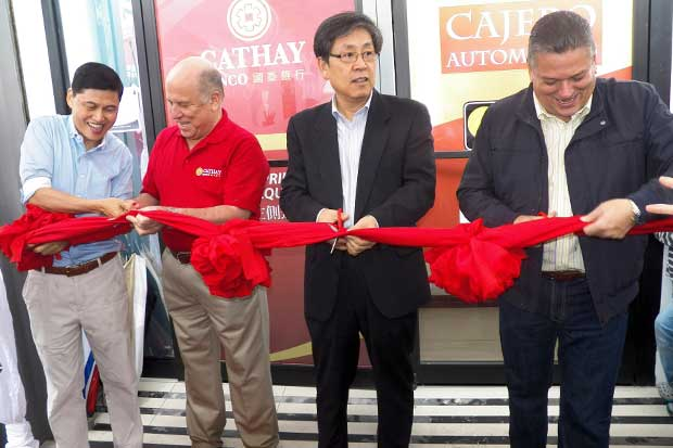 Banco Cathay inauguró sucursal en Barrio Chino