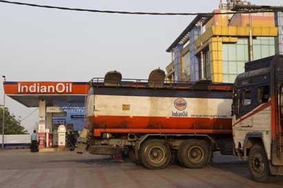 Mayor refinería india apuesta $6 mil millones al subir demanda