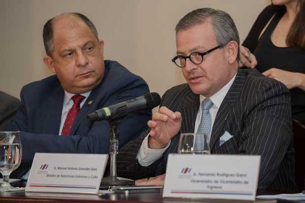 Luis Guillermo Solís no destituirá a Canciller tras caso de embajadora