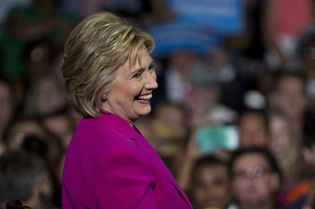 Clinton busca voto de seguidores de Sanders ampliando plan de acceso a educación universitaria