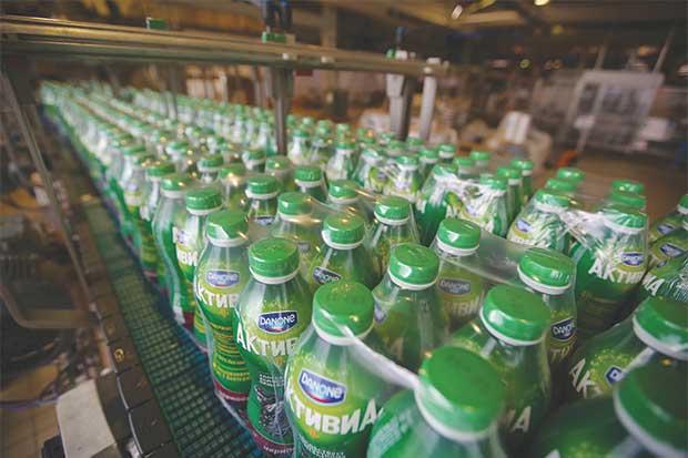 Acuerdo de Danone en EE.UU. suma leche de soya y col verde