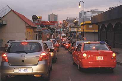 Más carros, mismas calles
