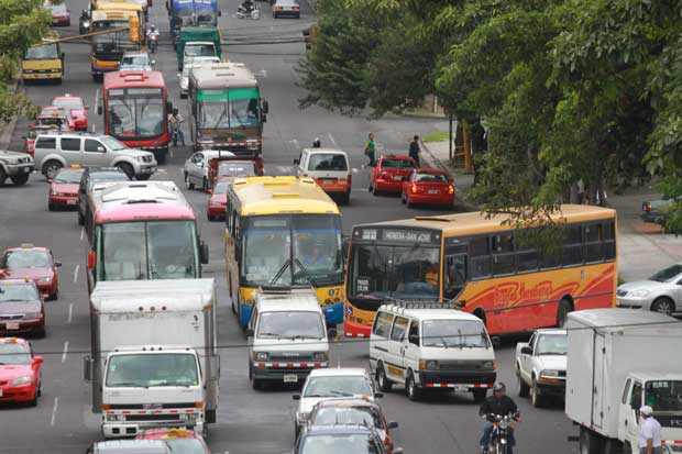 Autobuseros se reunirán tras detección de errores en posible rebaja de tarifas