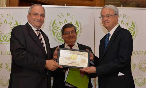 Costa Rica gana medalla de oro con el mejor café en Francia