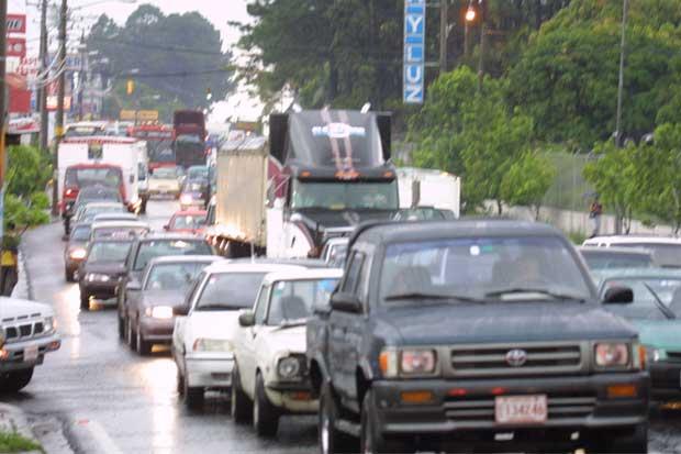 MOPT ampliaría franja de hora pico y restricción vehicular