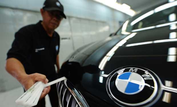 Mercedes supera a BMW en ventas semestrales de autos de lujo