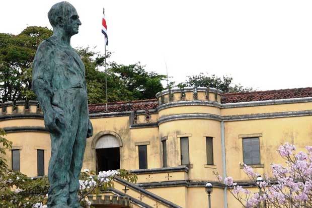 Monumento a José Figueres Ferrer se reubicará en Plaza de la Democracia
