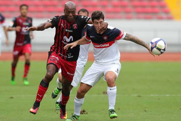Alajuelense vence en penales a San Lorenzo
