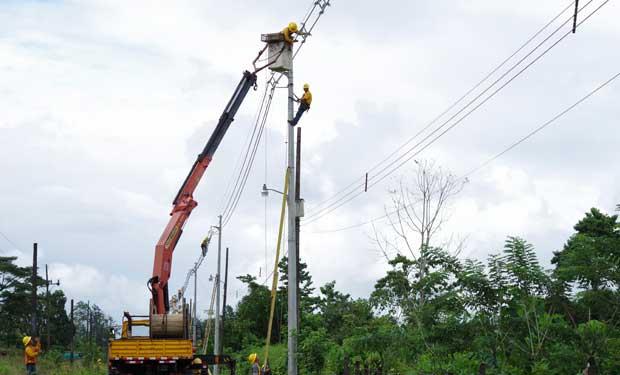 ICE moderniza circuitos de Guápiles y Cariari
