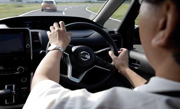Nissan debuta con automanejo similar al investigado en Tesla