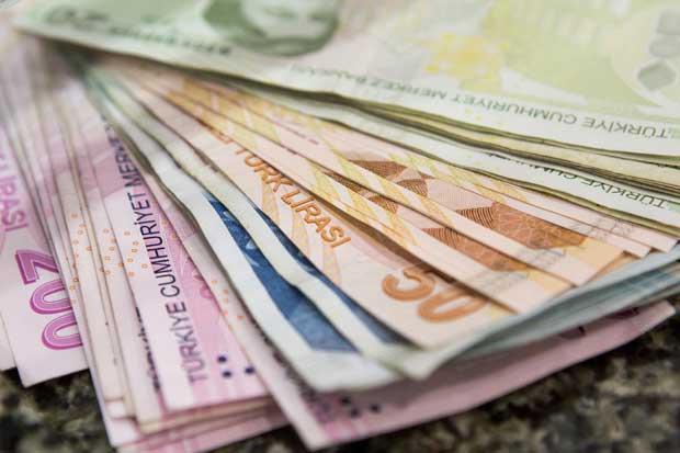 Moneda turca cae tras anuncio de golpe de Estado
