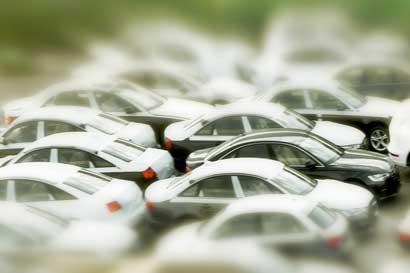 Europa prepara nuevas limitaciones de CO2 para autos