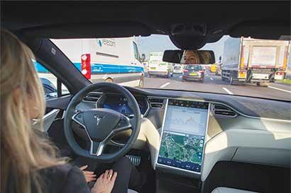 Piloto automático podría jugarle mala pasada a Tesla