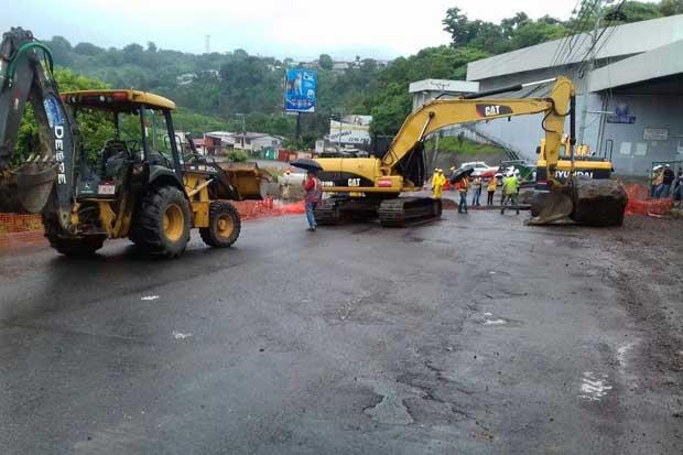 Carretera de La Pozuelo permanece cerrada tras hundimiento