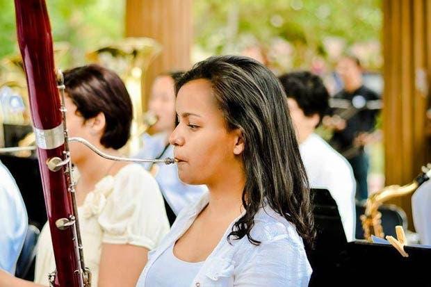 Fagotista tica busca recursos para estudiar en Sídney