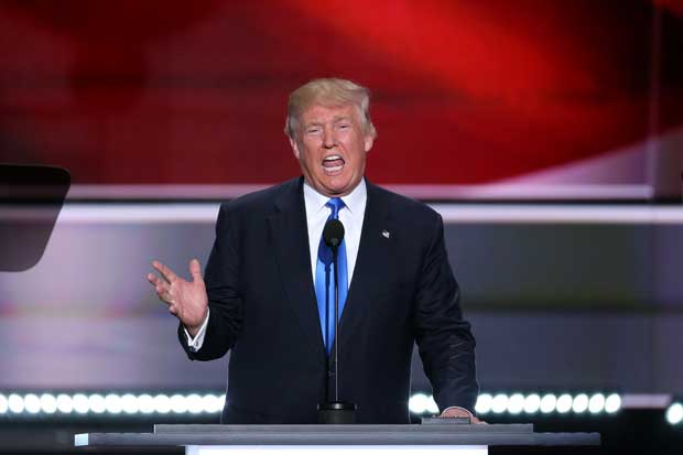 Trump es más rico en propiedades y está más endeudado