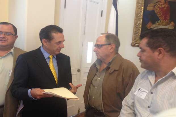 Productores entregaron propuesta a diputados para ordenar recurso hídrico