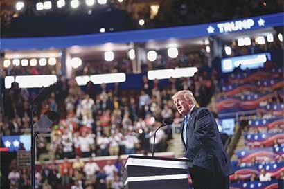 Protestas en convención ayudarán a Trump, dice jefe de campaña