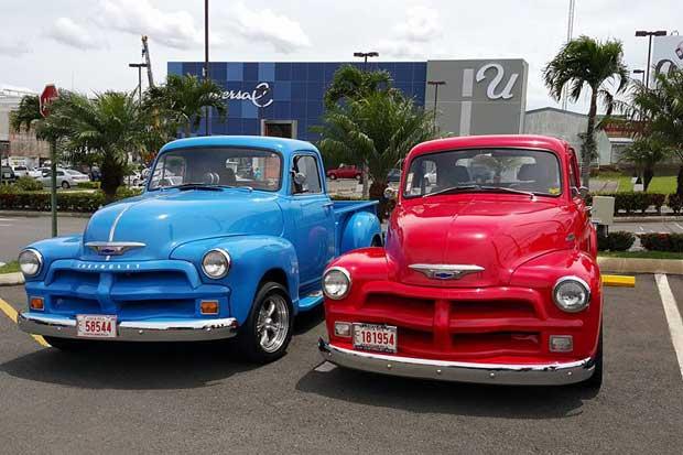 40 autos antiguos se exhibirán en Plaza Bratsi
