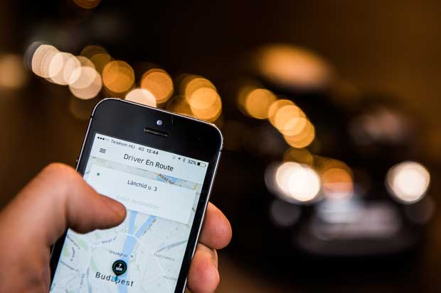 Inversionistas de Uber presionan por tregua con Didi en China