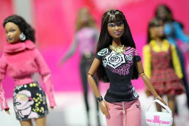 Regreso de Barbie dispara ganancias de Mattel