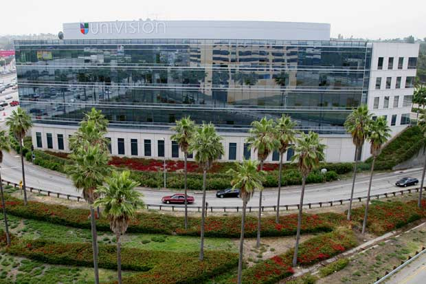 Univision pide autorización para que Televisa sea dueña de 40%