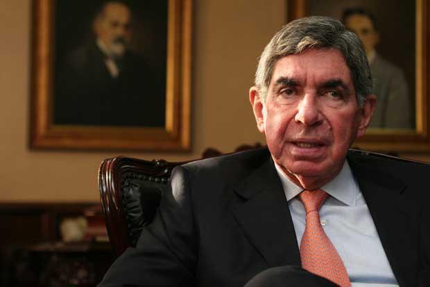 Jóvenes irán a pedirle a Óscar Arias que se postule para 2018