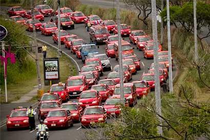 Taxistas  buscan pagar marchamo sin cargas del servicio público