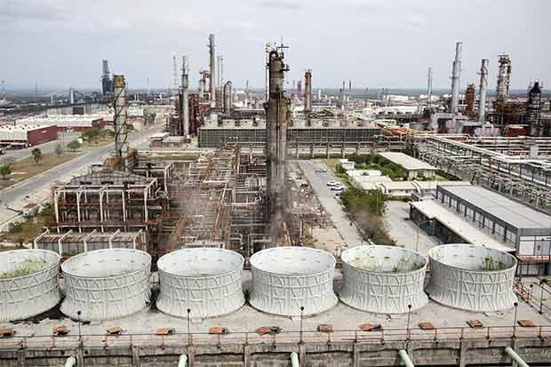 Pemex aumenta importación de combustible por cierre de refinería