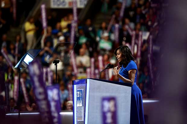 Michelle Obama da discurso emotivo en apoyo a Hillary Clinton