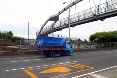 Campaña premiará con ¢50 mil semanales a quienes utilicen puentes peatonales
