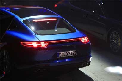 Porsche creará 1.400 puestos de trabajo para competir con Tesla