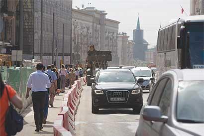 Tras los estragos del rublo, Rusia vende autos que no fabrica