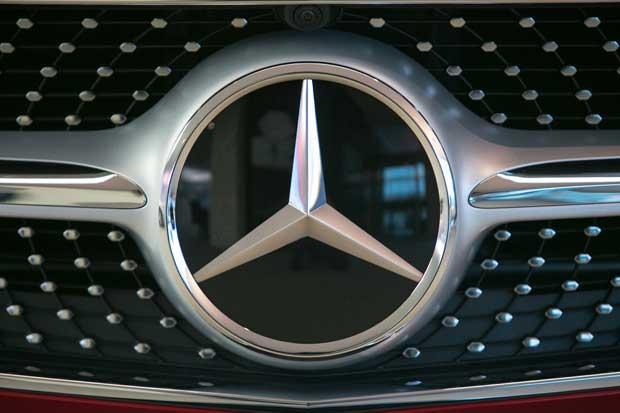 Mercedes desafía a Tesla con su propio camión eléctrico