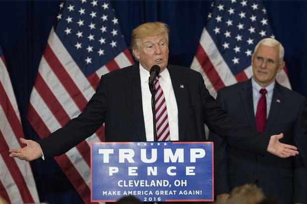 """Trump niega vínculos con Rusia y espera """"sorpresas"""" en correos de Clinton"""