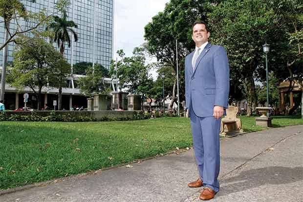 Empresarios buscan técnicos y bilingües