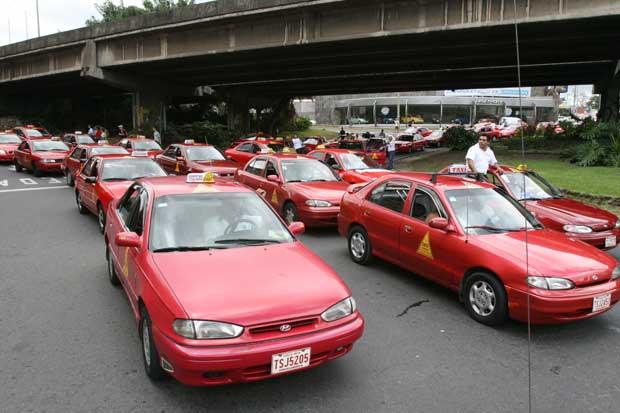 Taxistas convocaron a paro nacional contra Uber el 9 de agosto