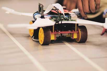 Competencia pondrá a prueba conocimiento de ticos en hardware