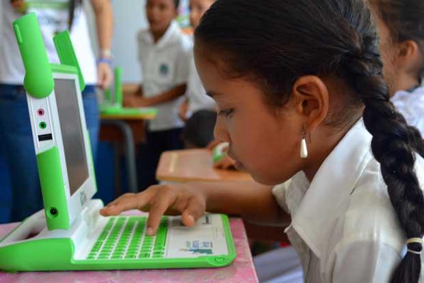 Banco Lafise regaló unas 175 computadoras a escuelas