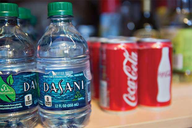 Por primera vez se venderá más agua embotellada que gaseosas