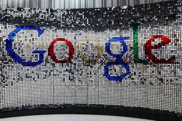 Google supera a Facebook en campaña para llevar internet a India