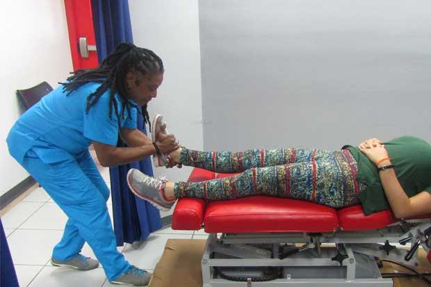 UNA abrió nuevo centro de quiropráctica